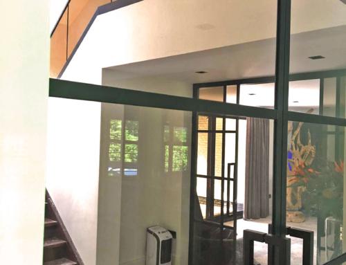 Like Steel balustrade met brons kleurig glas